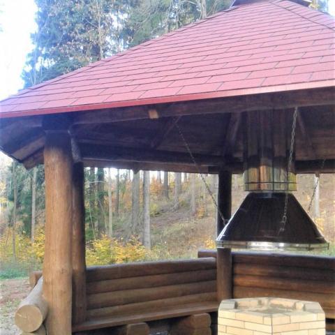 Dřevěný altán s ohništěm 2