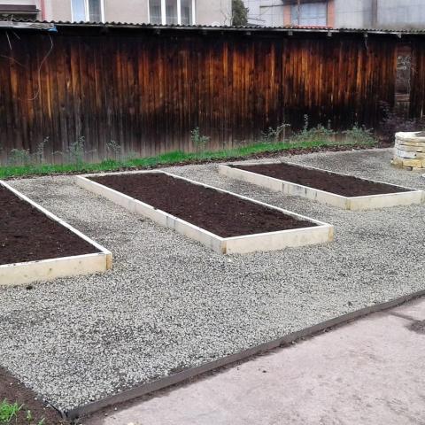 Výsadba bylinkové a ovocné zahrady u ZŠ - Náchod 3
